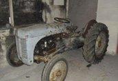 Maszyny i narzędzia Brand: Massey Ferguson Model: Grey Fergy TVO Year...